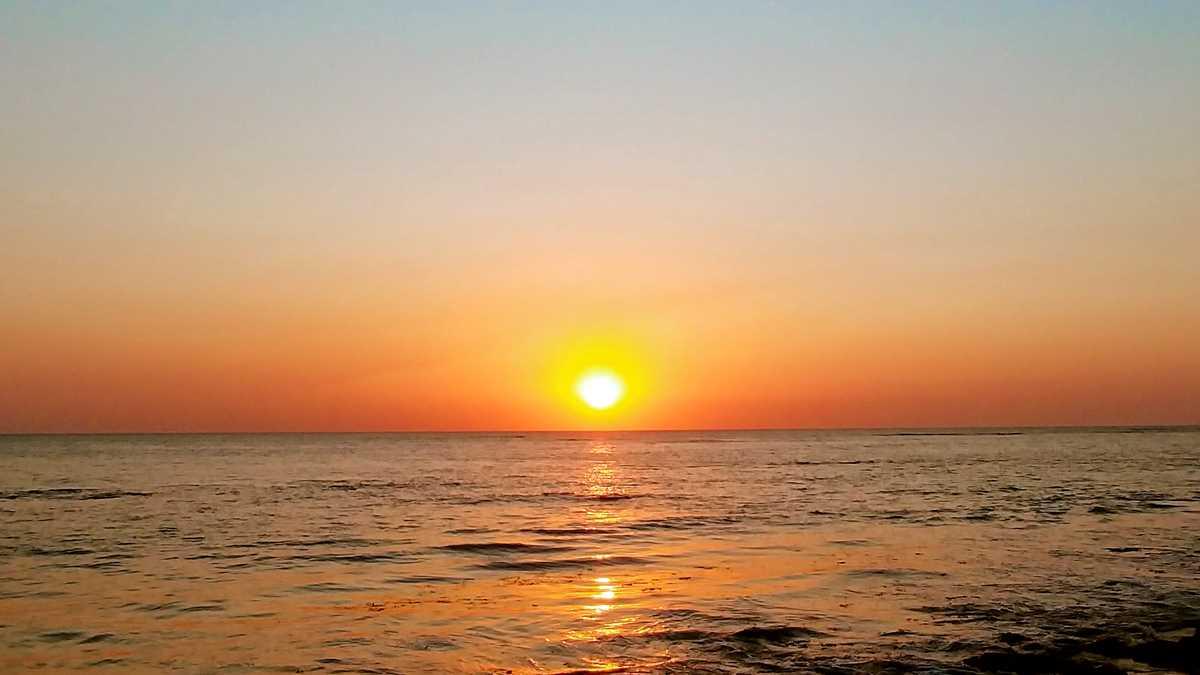 Sonnenuntergang im Westen des Senegals am Strand von Saly