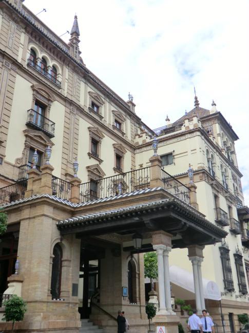 Das historische Hotel Alfonso in der Innenstadt von Sevilla