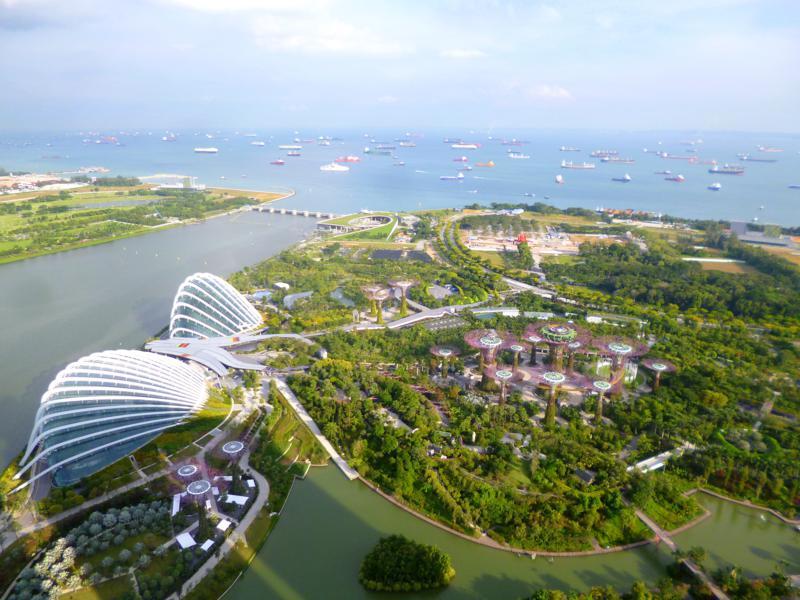 Blick vom Marina Bay Sands auf Singapur