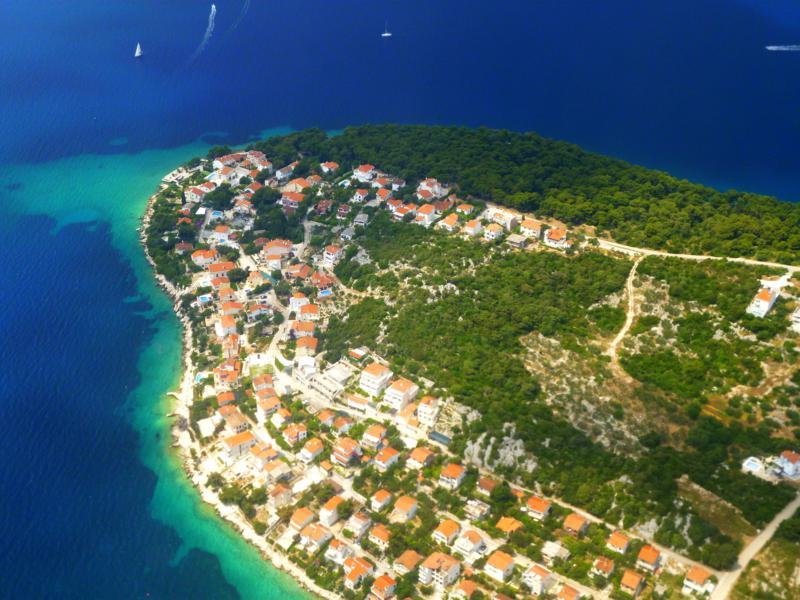 Blick auf Otok Ciovo beim Landeanflug mit Smartwings auf Split