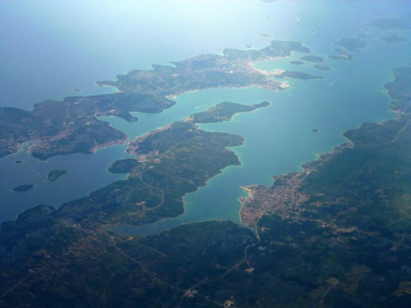 Blick auf Pirovac beim Landeanflug mit Smartwings auf Split