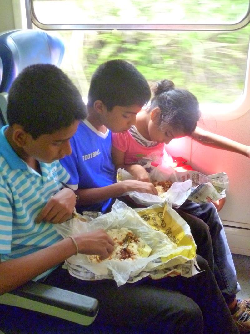 Einheimische im Zug nach Haputale