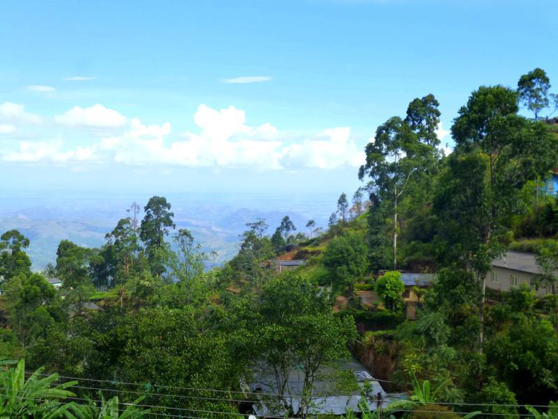 Ausblick vom Bawa Guesthouse im Hochland von Sri Lanka