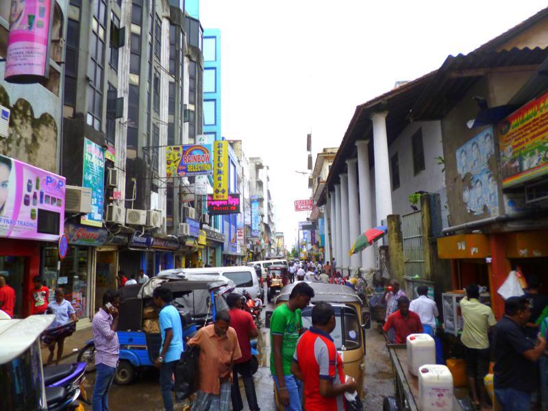 Die belebten Straßen rund um Pettah sind eine beliebte Attraktion für jeden Markt-Fan