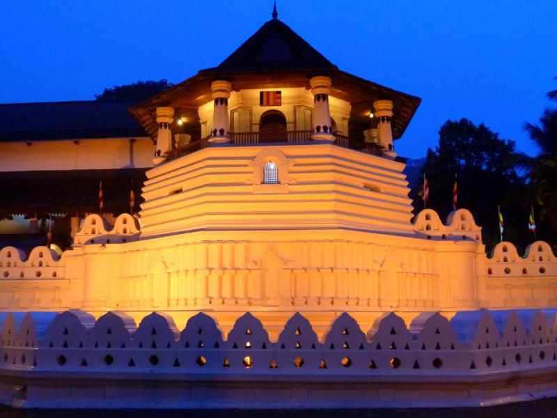 Der Zahntempel von Kandy - überbewertetes spirituelles Zentrum in Sri Lanka