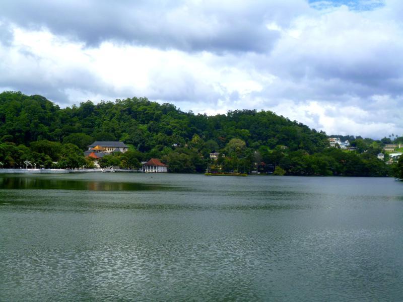 Der Kandy Lake in der gleichnamigen Stadt