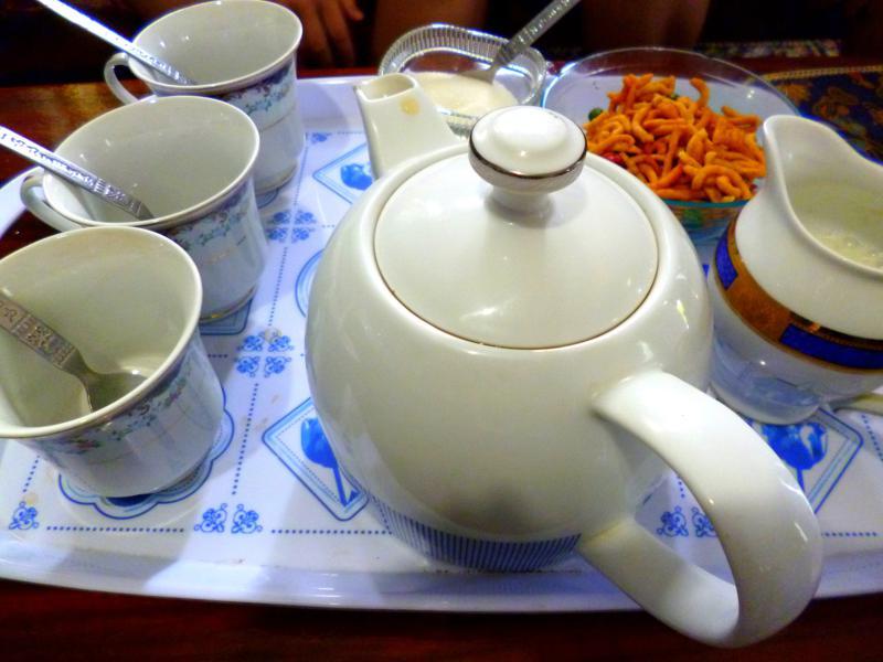 Klassisch für Sri Lanka: zur Begrüßung eine Tasse Tee