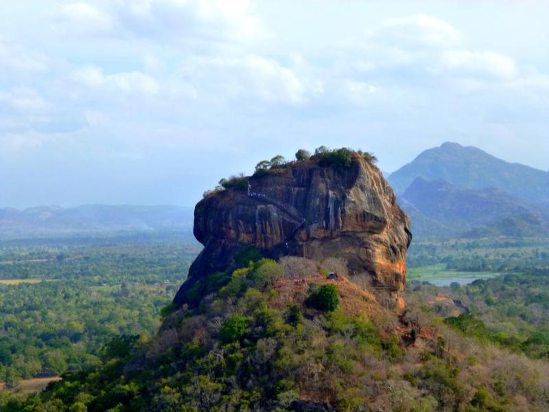 Blick auf Sigiriya vom Pidurangala Rock