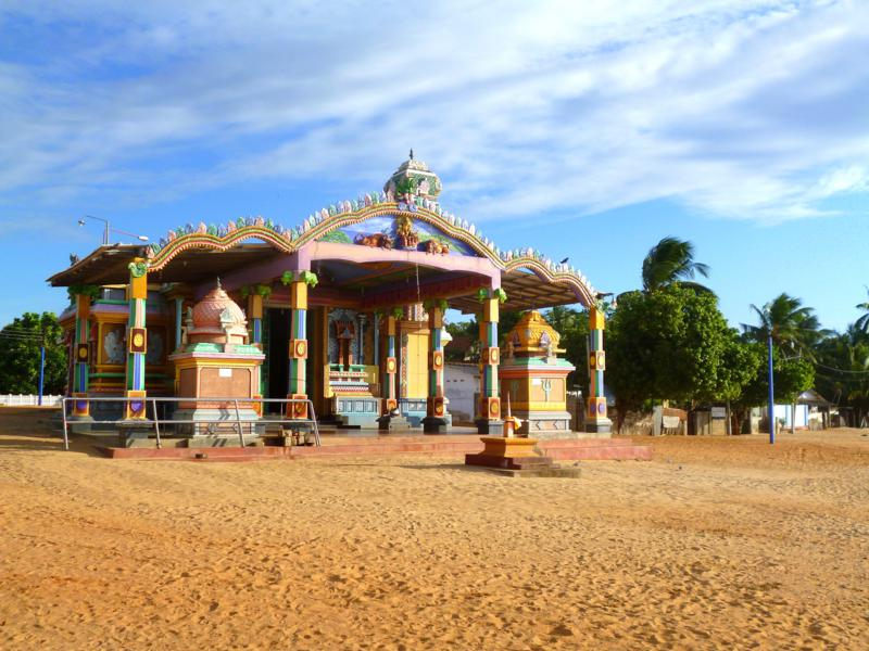 Der Salli Muthumariamunam Tempel in Uppuveli