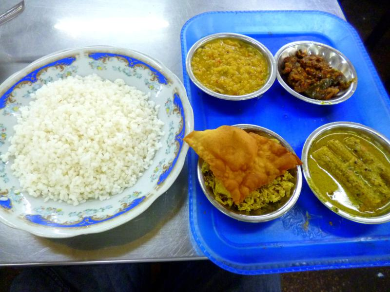 Klassisches Rice and Curry - das Nationalgericht von Sri Lanka