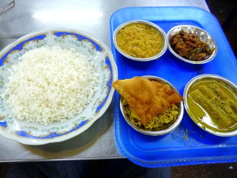 Klassisches Rice and Curry - das Nationalgericht von Sri Lanka