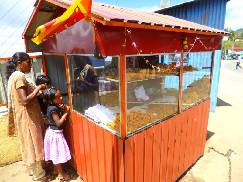 Ein typischer Snack-Stand in Sri Lanka