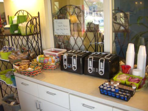 Frühstücksbuffet des Magic Beach Motel, gereicht in der Ocean View Lodge