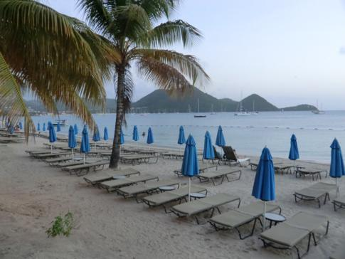 Der Strand der Halbinsel Pigeon Point vor dem Landings Hotel