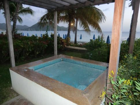 Der private Jacuzzi - Herzstück der Suiten im The Landings in St. Lucia