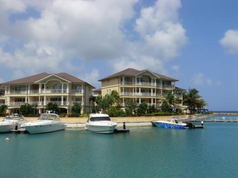 Die private Marina mit einigen Jachten im The Landings, St. Lucia