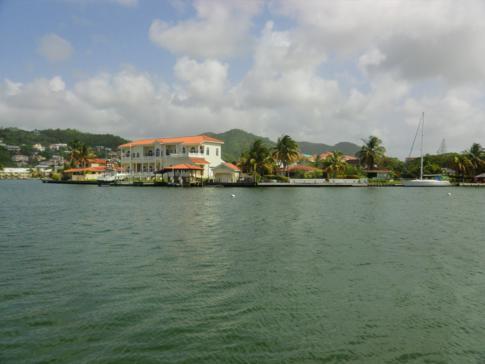 Ausblick von der Terrasse auf die Marina und Gros Islet