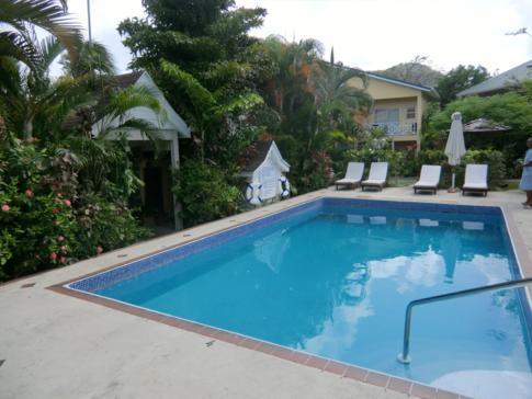 Der Pool der Harmony Suites, St. Lucia