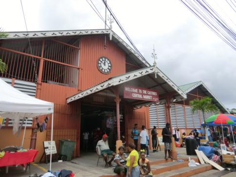 Eingang zur Markthalle von Castries