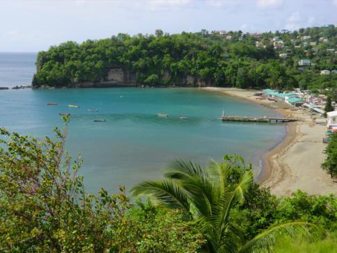 Die Bucht von Anse La Raye zwischen Castries und Soufriere