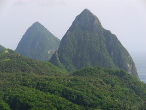 Das Wahrzeichen von St. Lucia und vielleicht auch der Karibik: die beiden Pitons