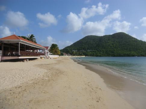 Der bekannteste Strand von St. Lucia: der Reduit Beach in der Rodney Bay