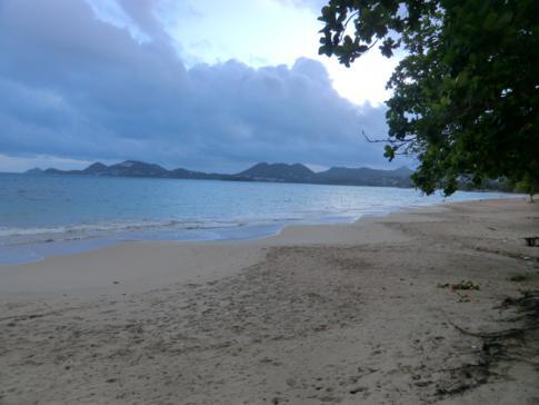 Schöner Strand direkt gegenüber des Flughafens: der Vigie Beach