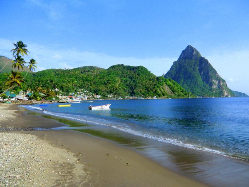 Der Soufriere Beach auf St. Lucia