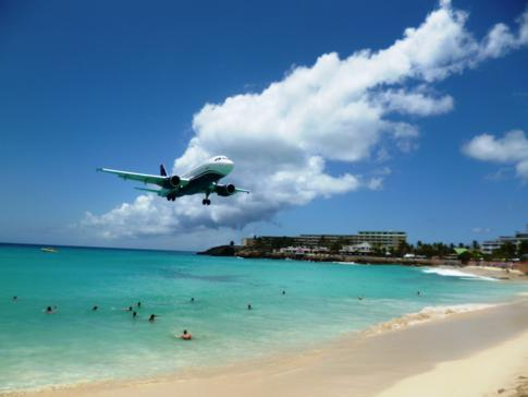Maho Beach, berühmtester Strand von St. Martin direkt am Princess Juliana International Airport