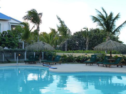 Der Pool des Alamanda Resort an der Orient Bay