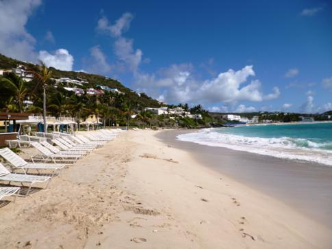 Vom Hotel gibt es einen kostenlosen Bootsshuttle zum traumhaften Dawn Beach