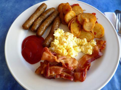 Sehr schönes Frühstücksbuffet im Captain Olivers Resort in St. Martin