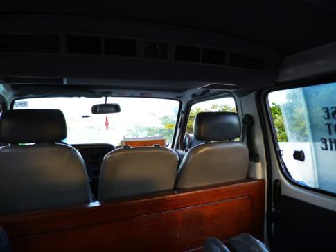 Die typischen Minibusse gibt es auch in St. Martin