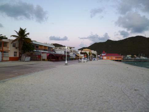 Der Great Bay Beach, direkt in Philippsburg, der Haupstadt von Sint Maarten