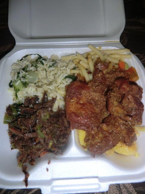 Typisch karibisches Essen in Kingstown, St. Vincent