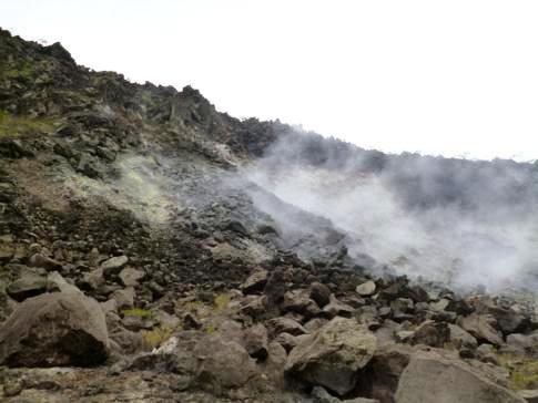 Austretende Schwefeldämpfe am La Soufriere Volcano in St. Vincent