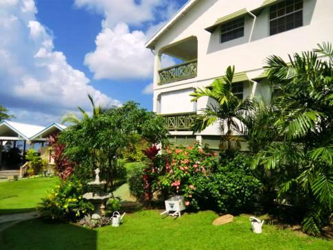 Nette und gepflegte Anlage - das Beachcombers Hotel in St. Vincent