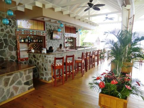Die Bar und das Restaurant des Beachcombers Hotel