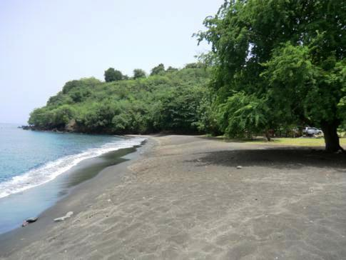 Der schwarze Mount Wynne Beach in St. Vincent