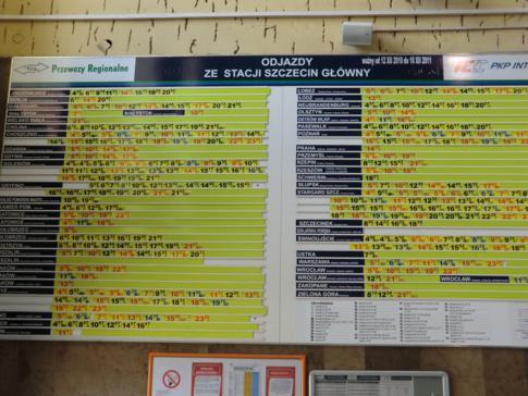 Abfahrtstafel im Stettiner Hauptbahnhof