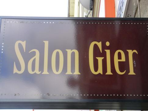 Schönes Schild: der Salon Gier