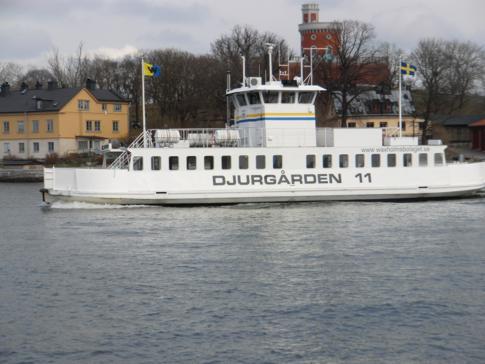 Die Fähre zwischen Gamla Stan, Skeppsholmen und Djurgarden