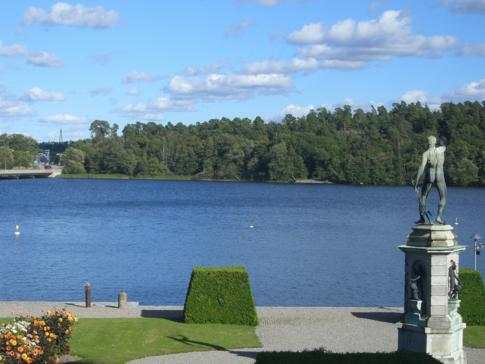 Blick vom Schloss Drottningholm auf die vorgelagerten Schären