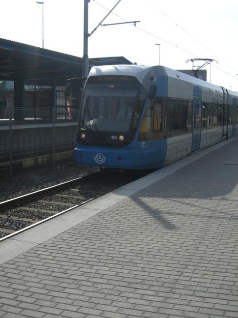 Die Tvärbanan, eine Art Straßenbahn im Stockholmer ÖPNV