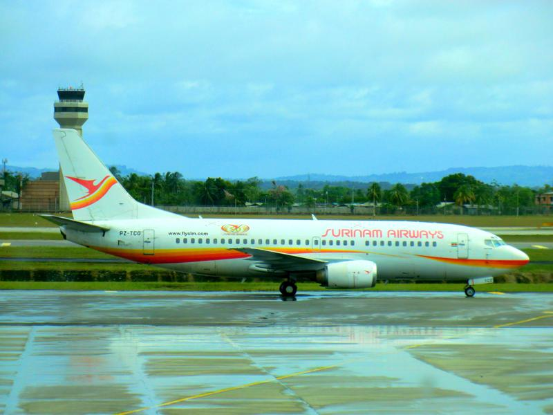 Boeing 737-300 der Surinam Airways am Flughafen Port of Spain