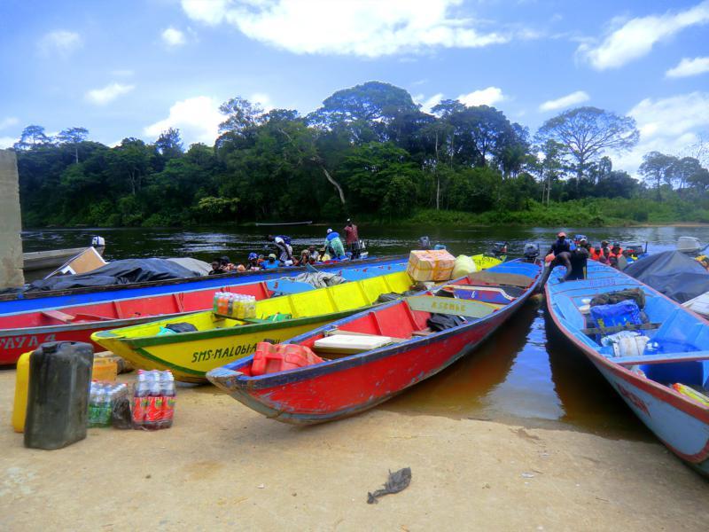 Die Langboote, die so genannten Koreals, in Atjoni