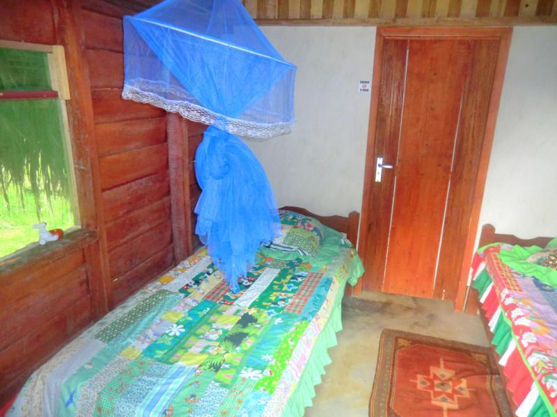 Innenansicht meines Bungalows im Hotel Botopassie am Suriname River