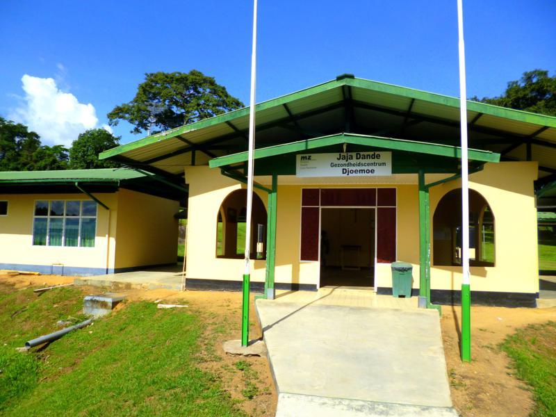 Das Krankenhaus von Djoemoe am Suriname River