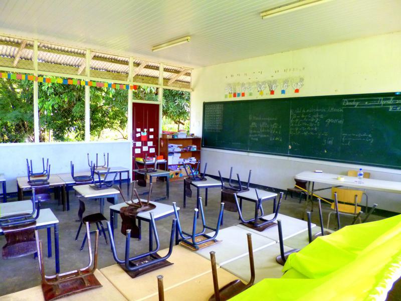 Die Schule in Djoemoe am Suriname River
