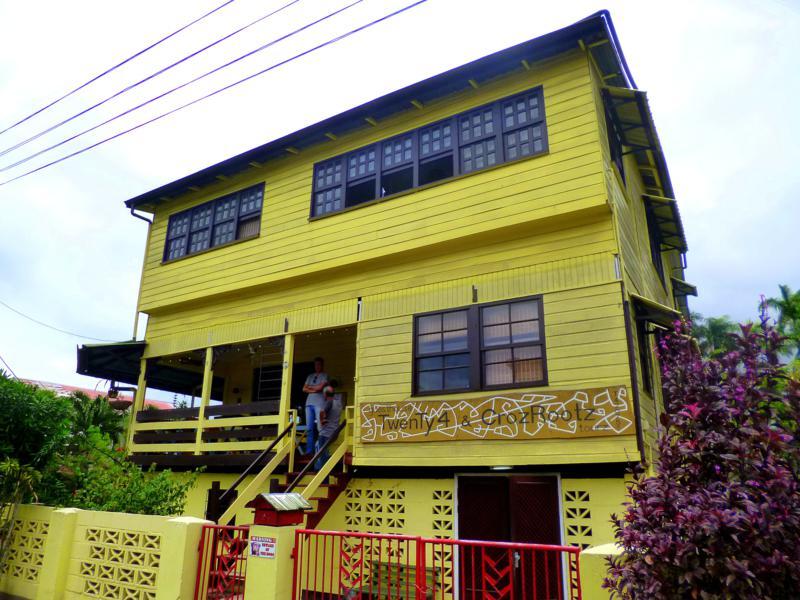 Das Guesthouse Twenty4 in Paramaribo - Außenansicht des Hostel